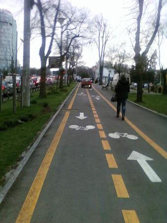 este tico=bicicleta?
