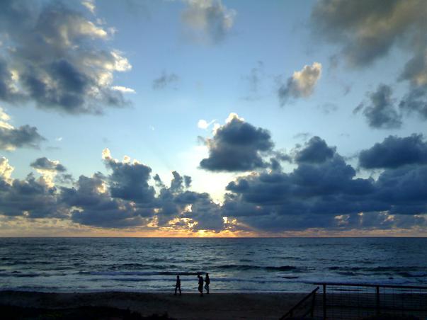 Apus de soare pe litoralul Tel Avivului