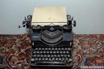 Masina de scris era in voga acum cateva zeci de ani