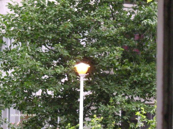 Energie electrica consumata in plina zi pe strada timp de o ora fara lucrari sau ferificari in zona.