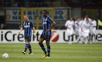 Inter, in genunchi