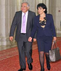 Strauss-Kahn si Anne Sinclaire, la Palatul Parlamentului (2010)