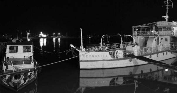 Vedere de pe faleza din Tulcea, noaptea