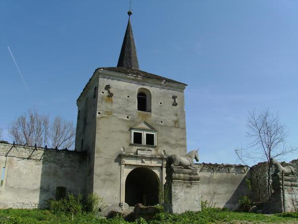 Castelul Kornis - turnul de poarta pazit de inorogi