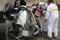 Allan McNish a iesit cu bine din masina distrusa