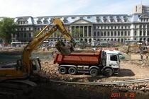 Imagine din timpul demolarii ruinelor