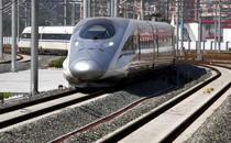 Trenul de mare viteza ajunge la destinatie, in gara din Shanghai