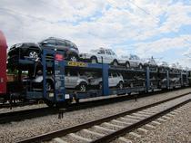 Tren cu masini Dacia in apropiere de Constanta