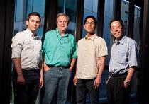 Mihai Duduta in stanga alaturi de colegii de la MIT (sursa - MIT)