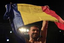 Lucian Bute cu tricolorul Romaniei
