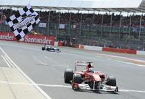 Alonso, triumfator la Silverstone