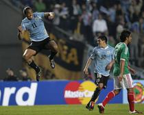 Alvaro Pereira (stanga), fericit dupa gol