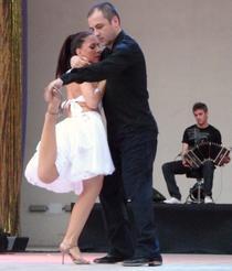 Dansatori la Narcotango