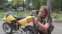 Scosul dintilor cu motocicleta