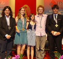 Elevii romani medaliati la Olimpiada Internationala de Fizica
