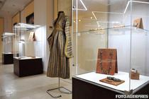 expozitie de bijuterii si costume