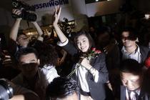 Yingluck Shinawatra, bucurandu-se de victorie