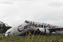 Avionul s-a rupt in doua la aterizarea pe aeroportul din Guyana
