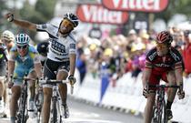Evans (dreapta), victorie la limita in fata lui Contador (stanga)