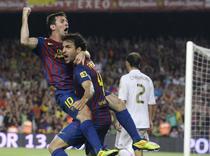 Imaginea victoriei: Messi, purtat pe brate de Fabregas