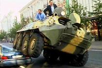 Primarul din Vilnius distruge un Mercedes parcat ilegal