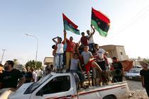 Copii libieni sarbatoresc intrarea rebelilor in complexul lui Gaddafi