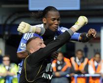 Momentul ciocnirii dintre portarul Ruddy si Didier Drogba