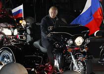 Putin isi face campanie pe un Harley