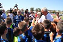 Premierul Boc a imbracat tricoul lui Inter la Slatina