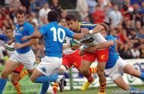 Catalin Fercu (nr. jucatorul cu mingea) va rata Cupa Mondiala de Rugby