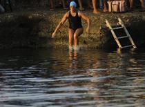Inotatoarea Diana Nyad sare in apa in Havana