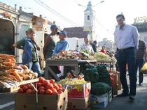 Primarul Apostu in piata din centrul Clujului