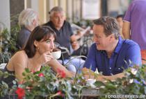 David Cameron si sotia sa Samantha, in vacanta in Toscana - arhiva (2004)