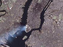 Fumul deasupra WTC poate fi inca vazut pe 12 sept