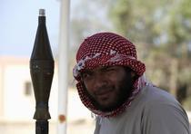 Rebel libian cu un aruncator de grenade