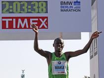 Patrick Makau impreuna cu recordul sau
