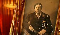 Oscar Wilde si-a petrecut ultimii ani din viata la Paris, intr-una din camerele hotelului
