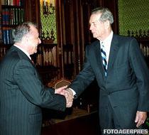 Ion Iliescu si Regele Mihai I (2002)