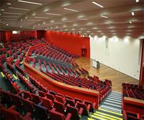 Unul dintre amfiteatrele universitatii