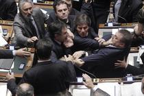 Bataie intre deputatii italieni