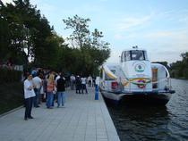 Plimbari cu nava Bucur pe Lacul Herastrau