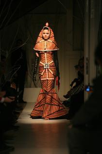 Sultana, rochia cu motive inspirate de oul de Paste incondeiat