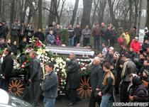 O mie de persoane au fost la inmormantarea interlopului (2010)
