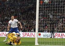 Lampard inscrie, Reina nu poate interveni