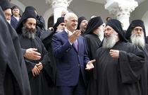 Papandreou, inconjurat de preoti ortodocsi la o manastire de pe Muntele Athos
