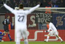 Alexander Frei marcheaza al doilea gol contra Otelului