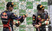 Vettel (stanga) si Webber (dreapta), primii doi clasati in Brazilia