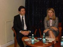 Ronald Binkofski (CEO Microsoft Romania) si Severina Pascu (CEO UPC Romania)