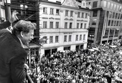 Vaclav Havel, in decembrie 1989, la Praga