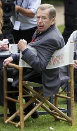 Vaclav Havel, in fotoliul de regizor, in 2010